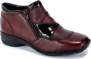 Czerwone botki Rieker z płaską podeszwą w stylu casual
