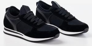 Czarne buty sportowe Royalfashion.pl sznurowane z płaską podeszwą