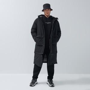 Czarny płaszcz męski House