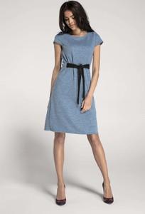 Niebieska sukienka Nommo midi z okrągłym dekoltem z dzianiny