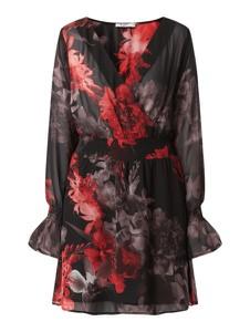 Sukienka NA-KD z dekoltem w kształcie litery v z długim rękawem kopertowa