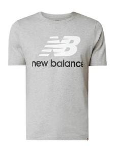 T-shirt New Balance z bawełny w młodzieżowym stylu