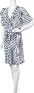Sukienka Soaked in Luxury z dekoltem w kształcie litery v w stylu casual mini