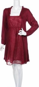 Czerwona sukienka Coline z dekoltem w karo