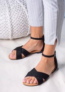 Czarne sandały Casu z płaską podeszwą w stylu casual z klamrami