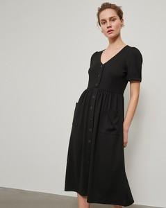Czarna sukienka Reserved midi w stylu casual