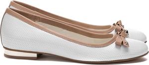 Baleriny Lafemmeshoes ze skóry z płaską podeszwą w stylu klasycznym