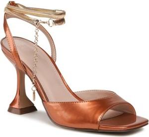 Brązowe sandały Jenny Fairy z klamrami na wysokim obcasie