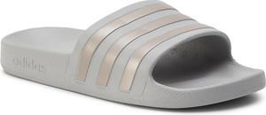 Klapki Adidas z płaską podeszwą