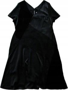 Czarna sukienka Inna z dekoltem w kształcie litery v