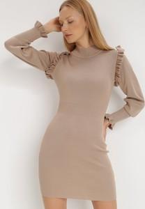 Sukienka born2be w stylu casual dopasowana z długim rękawem