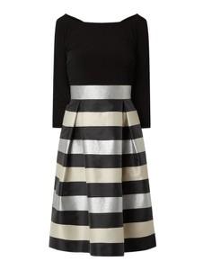 Czarna sukienka Swing midi z długim rękawem