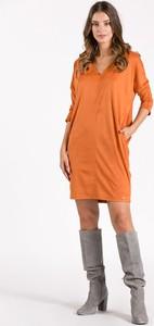 Sukienka Monnari z długim rękawem z dekoltem w kształcie litery v w stylu casual
