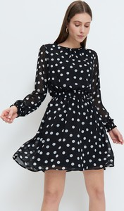 Czarna sukienka Mohito z okrągłym dekoltem mini