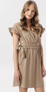 Sukienka born2be z dekoltem w kształcie litery v w stylu casual z krótkim rękawem