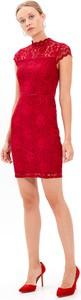 Czerwona sukienka Gate z krótkim rękawem ołówkowa