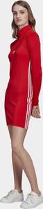 Sukienka Adidas Originals w sportowym stylu