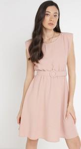 Sukienka born2be bez rękawów z okrągłym dekoltem