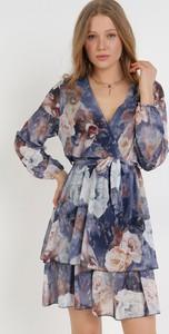 Granatowa sukienka born2be mini z długim rękawem
