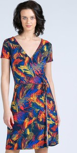 Sukienka Monnari w stylu casual z dekoltem w kształcie litery v z krótkim rękawem