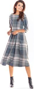 Sukienka Awama z okrągłym dekoltem midi z tkaniny