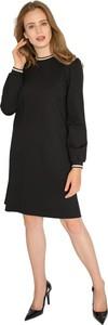 Czarna sukienka Milena Płatek z okrągłym dekoltem mini prosta