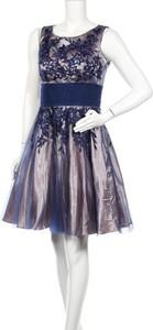 Niebieska sukienka Niente bez rękawów rozkloszowana mini