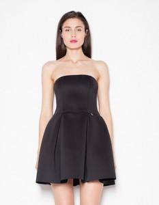 Czarna sukienka Venaton mini z dekoltem halter bez rękawów