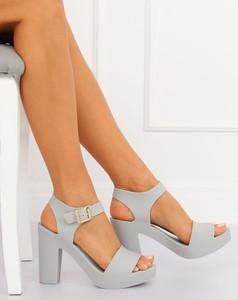 567e71b16cfa75 sandały białe na słupku - stylowo i modnie z Allani