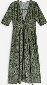 Zielona sukienka Reserved trapezowa midi z krótkim rękawem