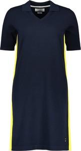 Sukienka Marc O'Polo prosta z dekoltem w kształcie litery v mini