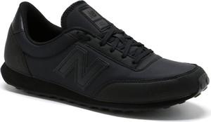 Granatowe buty sportowe New Balance w młodzieżowym stylu sznurowane