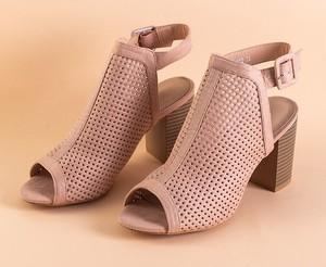 Różowe sandały Royalfashion.pl na wysokim obcasie na obcasie z klamrami