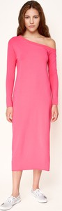 Różowa sukienka Byinsomnia ołówkowa z bawełny