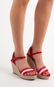 Czerwone espadryle Czasnabuty z klamrami w stylu casual na koturnie
