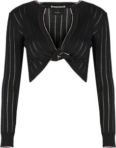 Czarny sweter ubierzsie.com z tkaniny