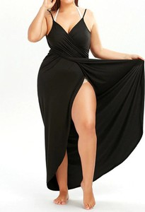 Czarna sukienka Arilook na ramiączkach midi z dekoltem w kształcie litery v