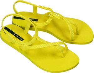 Żółte sandały Ipanema z płaską podeszwą z klamrami