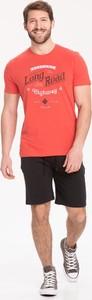 Czerwony t-shirt Volcano w młodzieżowym stylu z nadrukiem