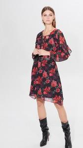 Sukienka Mohito z okrągłym dekoltem z długim rękawem midi