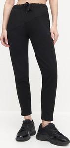 Czarne spodnie sportowe Reserved