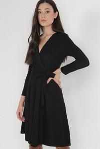 Czarna sukienka born2be mini z dekoltem w kształcie litery v z dzianiny
