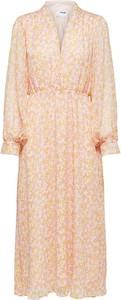 Pomarańczowa sukienka Selected Femme midi z długim rękawem z dekoltem w kształcie litery v