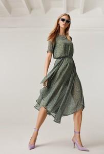 Sukienka FEMESTAGE Eva Minge z tkaniny asymetryczna z okrągłym dekoltem