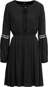 Czarna sukienka bonprix BODYFLIRT