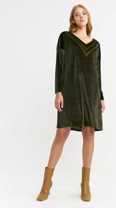 Sukienka BGN z długim rękawem z dekoltem w kształcie litery v mini