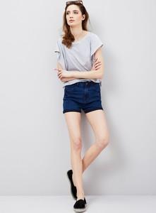 Szorty moodo.pl z jeansu w młodzieżowym stylu