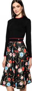 Czarna sukienka L'AF z okrągłym dekoltem midi rozkloszowana