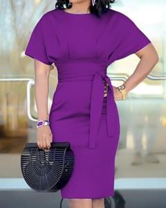 Sukienka Kendallme midi z krótkim rękawem z okrągłym dekoltem