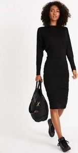 Czarna sukienka Diverse z długim rękawem z golfem